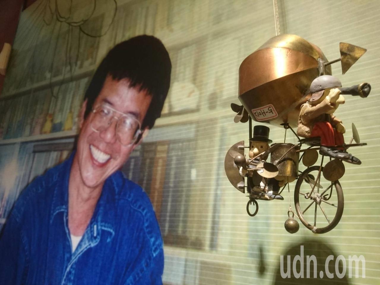 被譽為宜蘭童玩之父的黃恒男獲頒宜蘭文化紀念獎,會場展出他生前收藏的童玩。記者羅建...