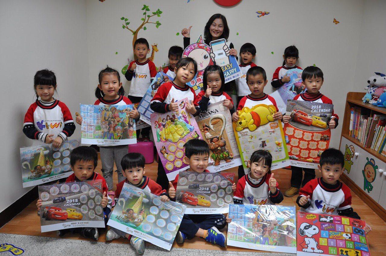 新竹縣稅捐局提供一系列迪士尼月曆讓民眾兌換。圖/新竹縣政府提供