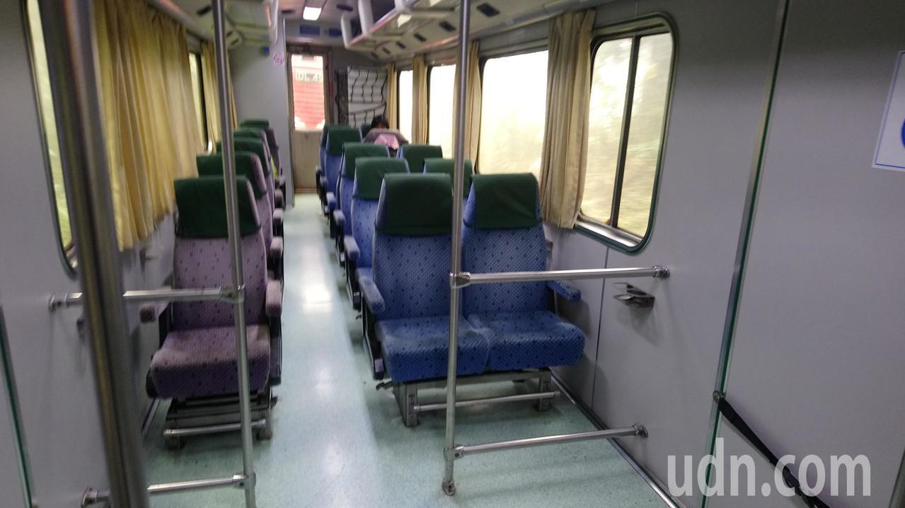 因多數人不知道森鐵假日加班車,乘客寥寥可數。記者卜敏正/攝影
