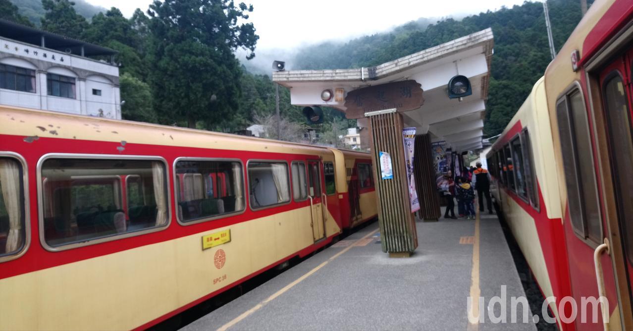多數人不知道奮起湖假日增開體驗加班車,乘客不多。記者卜敏正/攝影