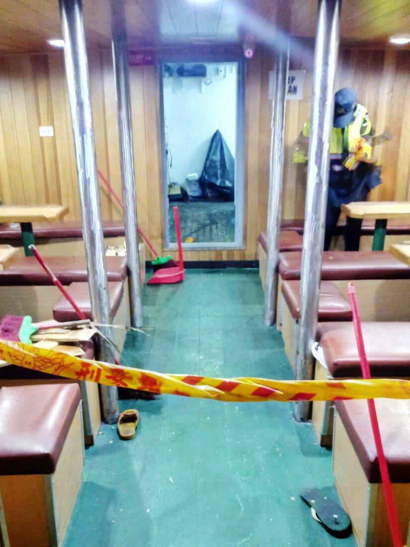 印尼、菲籍漁工在「合鴻168號」先在餐廳衝突。記者林保光/翻攝