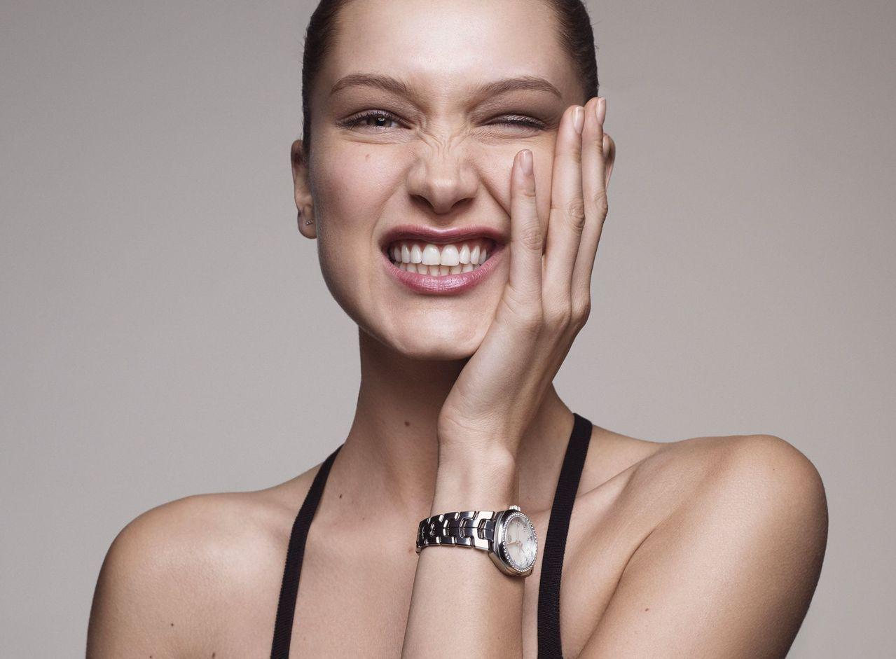 泰格豪雅曝光超模Bella Hadid為品牌演繹的全新形象廣告。圖/摘自TAG ...