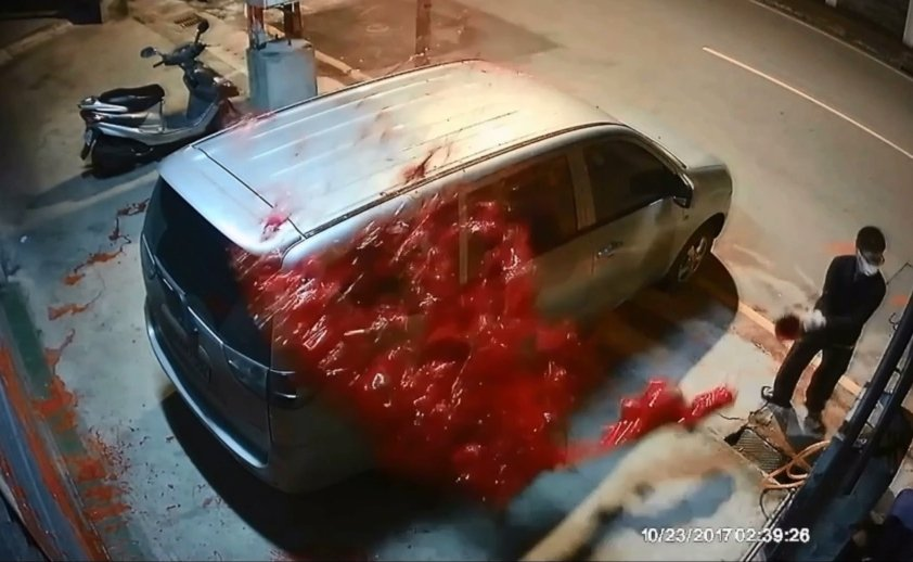 呂嫌雇人對前女友的親屬潑漆、刺破輪胎搞破壞。 記者林昭彰/翻攝