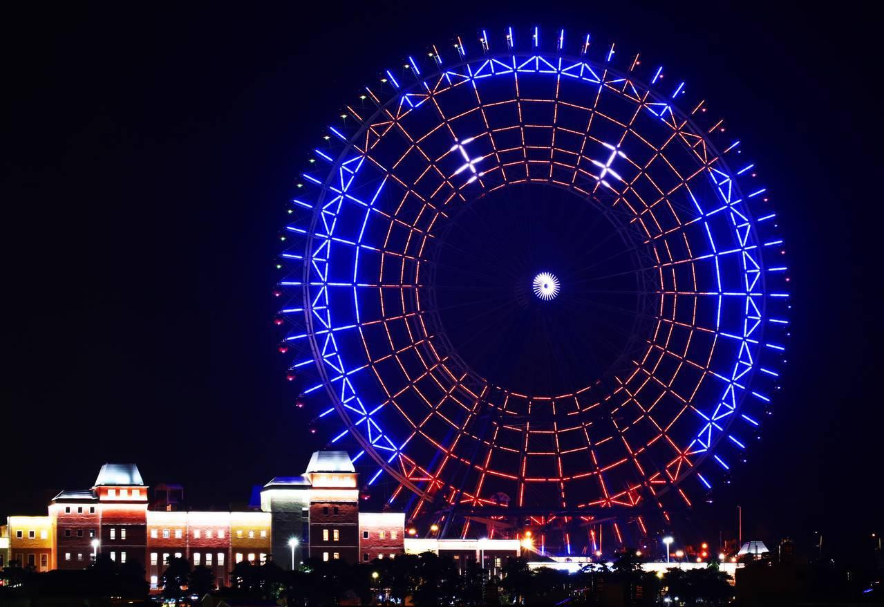 天空之夢摩天輪每晚不定期投射耶誕燈光秀。圖/麗寶樂園提供