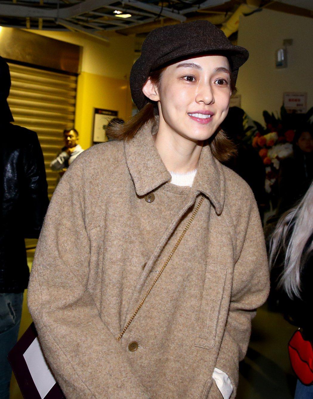 出道21年的彭佳慧今天下午在小巨蛋舉辦演唱會,演藝圈好友范范素顏出席。記者程宜華...