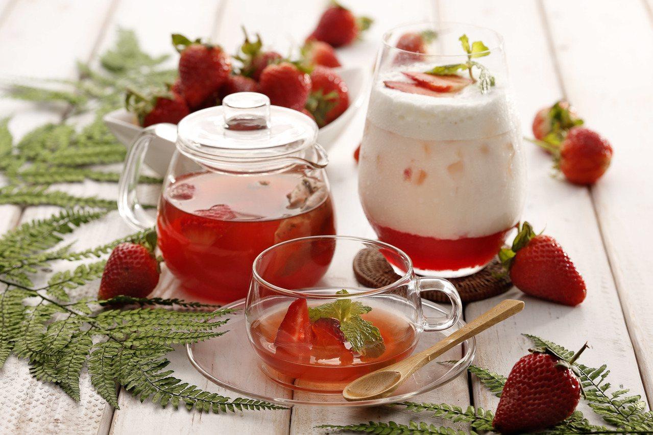草莓果茶(左),售價180元;草莓歐蕾(右),售價200元。圖/杏桃鬆餅屋提供