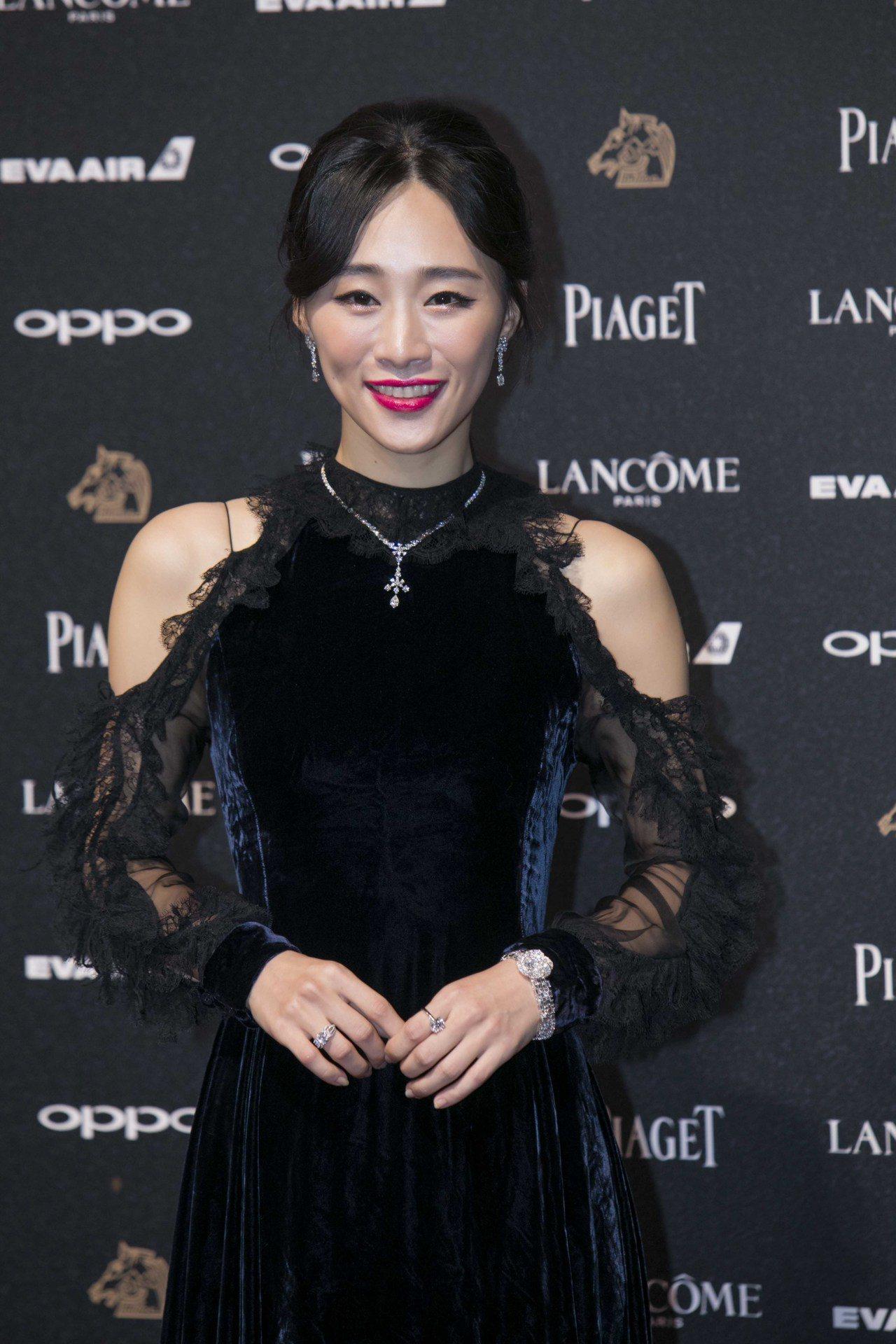 吳可熙妝感充分展現她於戲中扮演的人物特質的魅惑女人味。圖/蘭蔻提供