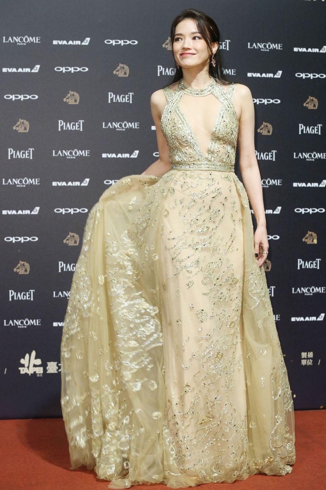 入圍第54屆金馬獎最佳女主角獎的舒淇走紅毯。記者林俊良/攝影
