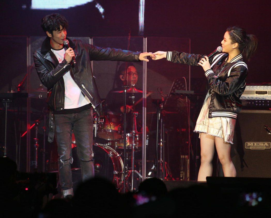 電影【帶我去月球】於台北ATT SHOWBOX舉辦音樂會。電影中的月球幫首次露面...