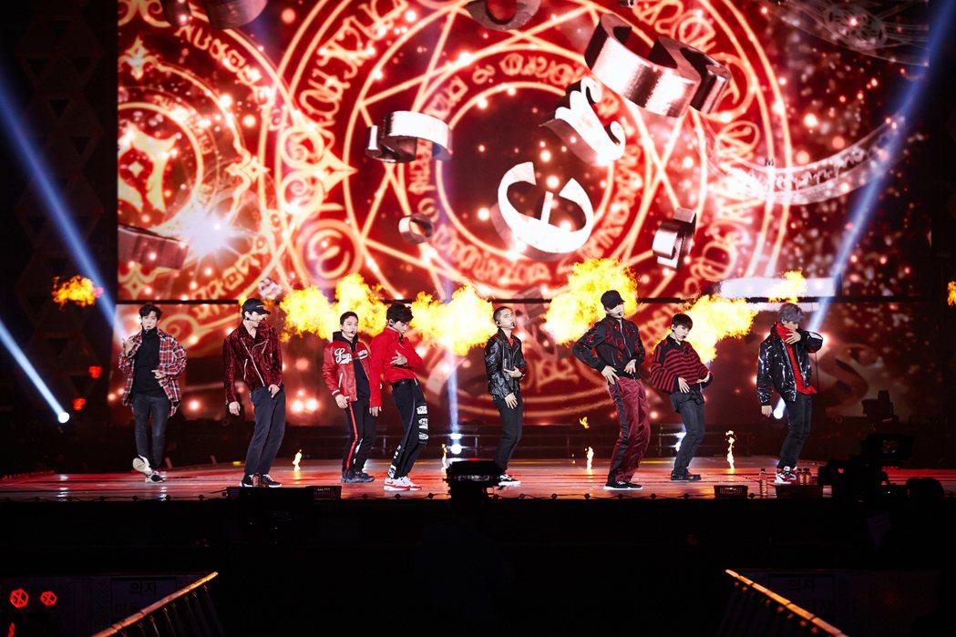 EXO的演唱會舞台視覺效果驚人。圖/S.M. Entertainment提供