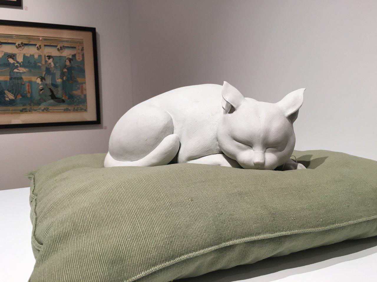 莫內收藏品白色瓷貓,莫內基金會向藏家喊話,希望讓白貓回家。記者王惠琳/攝影
