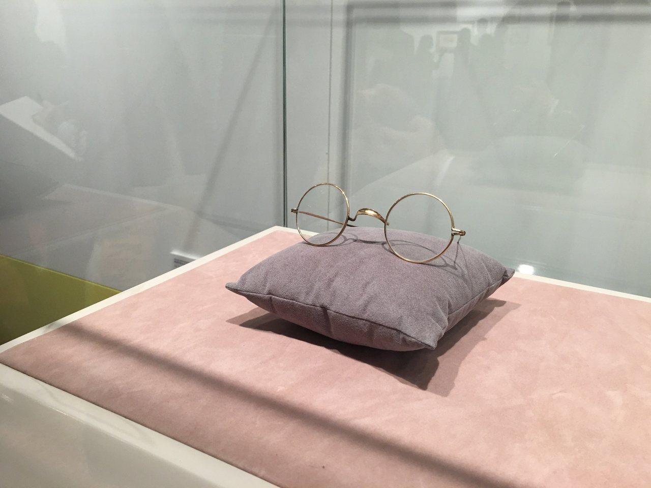 莫內生前使用的眼鏡,是他創作時必不可缺的物品。記者王惠琳/攝影