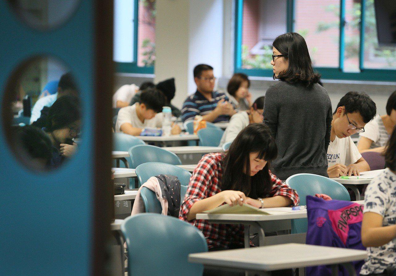 圖為公立大學教授上課情形。聯合報系資料照/記者陳柏亨攝影