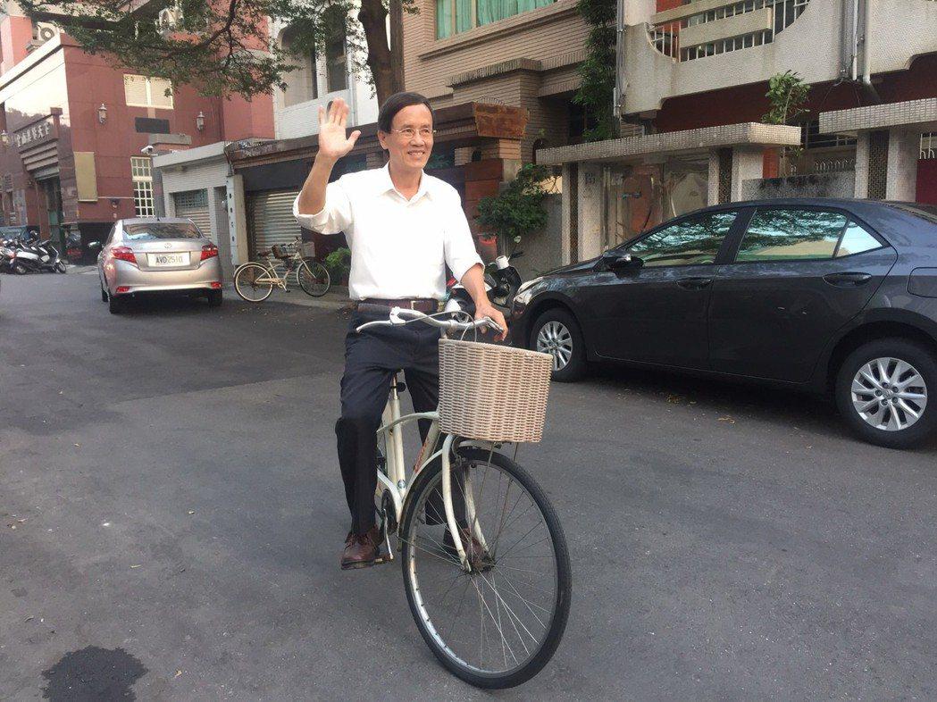 嘉義市議員蔡永泉是單車族,騎單車代步兼健身。 圖/蔡永泉提供