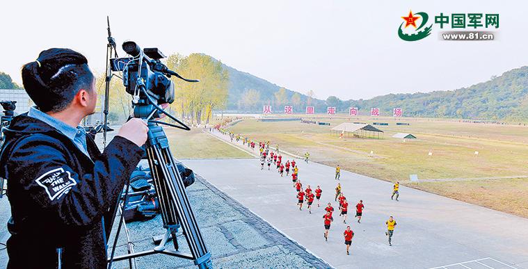 新兵成長的一點一滴都被直播鏡頭清晰記錄,展現給廣大網友。 圖/取自中國軍網