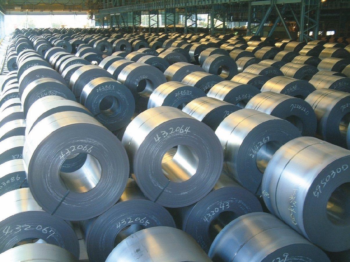 新台幣升值,中鋼向國外大量採購煤鐵以美元計價受惠,加上明年第1季鋼價開平高盤,前...