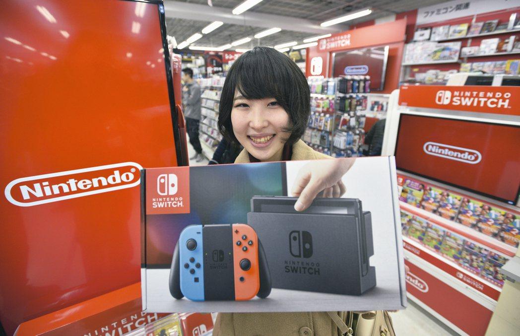 任天堂遊戲機Switch熱賣,正加速生產、緩解供應短缺困境。 歐新社