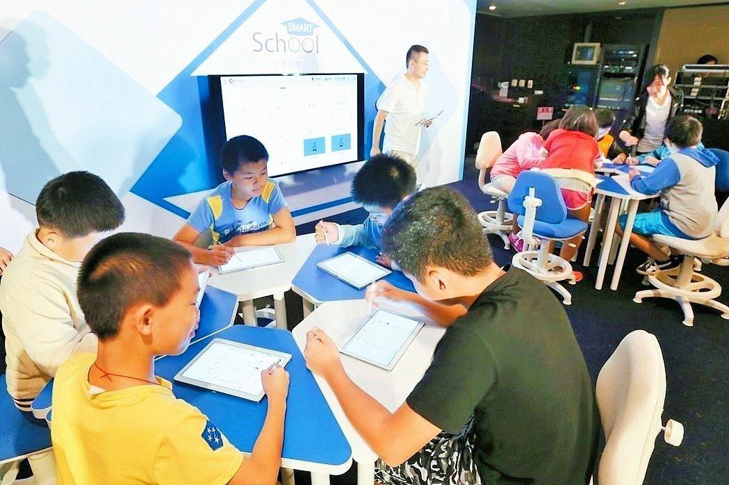 有國中教師認為,在科技化時代,要真正落實閱讀,必須善用工具去啟發孩子的興趣。 圖...
