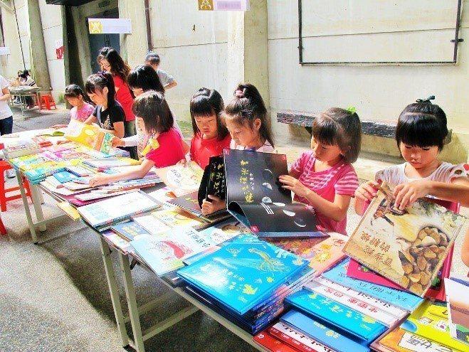 孩子從小培養閱讀能力,能為未來的競爭力打下基礎。 圖/報系資料照