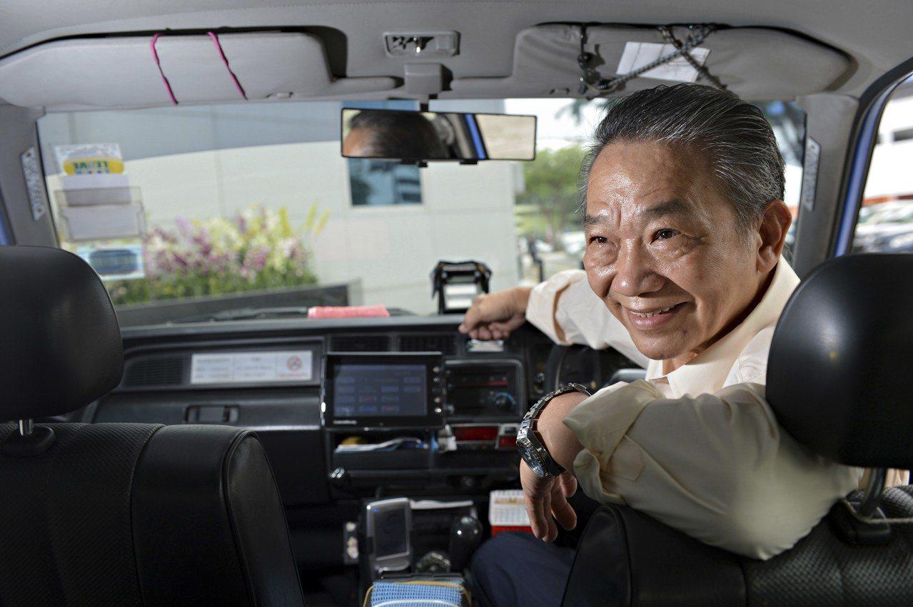 在现在的新加坡,有钱才能拥车;在未来的新加坡,有钱也未必有车。图/路透社