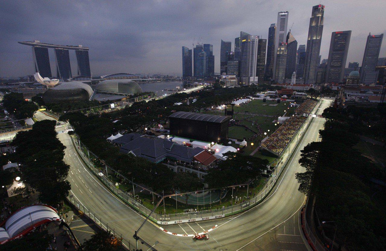 再怎么喊着国家小、要善用土地资源,不愿为市民开辟道路的新加坡政府,还是愿意为FI...
