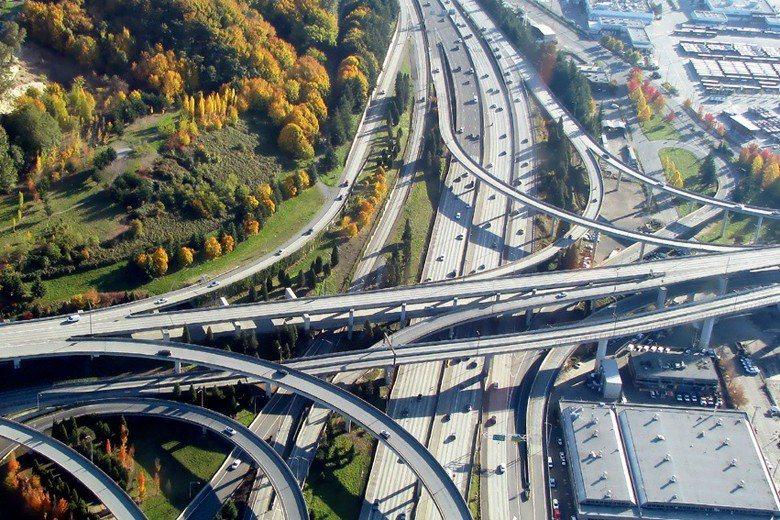 西雅圖交通繁忙的道路系統。  photo credit © Ramanathan Kath resan@fickr