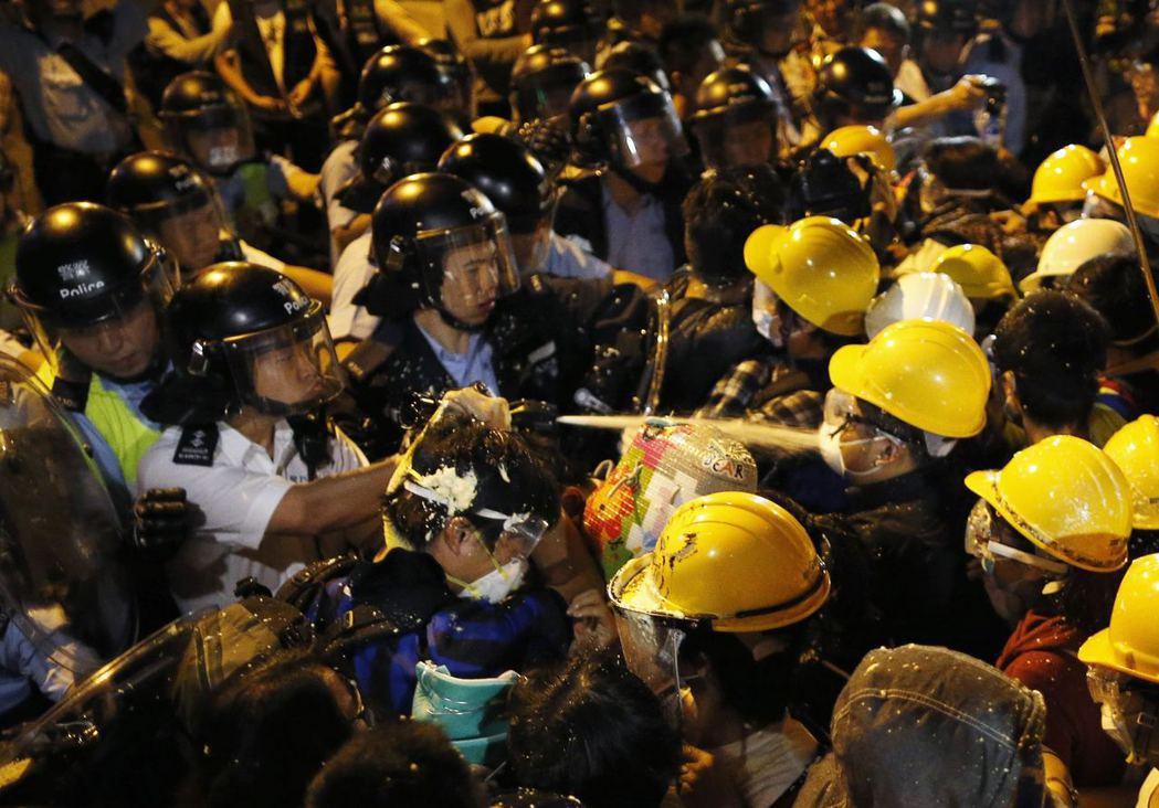 寇延丁因受聲援雨傘革命的朋友牽連,遭到當局拘捕。 圖/路透社