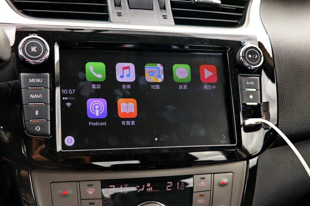 連接iOS系統手機即可啟動Apple CarPlay。 記者陳威任/攝影
