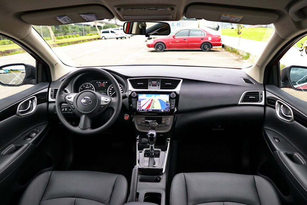 車室空間兼具舒適及科技感。 記者陳威任/攝影