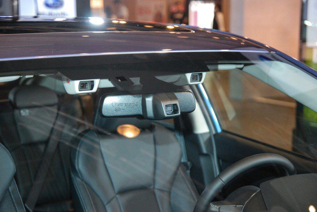 Eyesight 為全彩雙攝像鏡頭,結合辨識運算系統,可清楚辨別行人、腳踏車、車輛等障礙物,降低意外事故的發生機率。 記者林鼎智/攝影