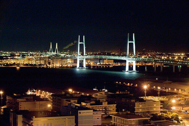 大橋上層是首都快速道路,下層則是國357號線。
