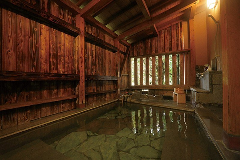 「露天風呂和洋室」的房型可自由選擇露天風呂或半露天風呂。