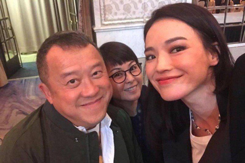 舒淇與曾志偉合照。圖/摘自臉書