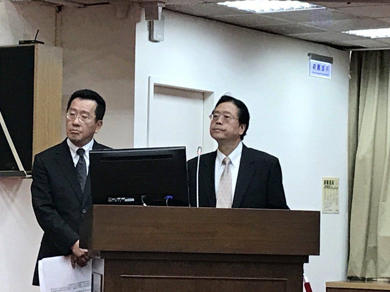 合庫金控暨銀行董事長雷仲達(右)。記者陳怡慈/攝影