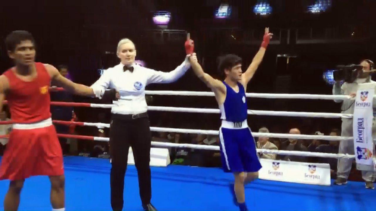 清華體育系二年級學生杜柏緯(右)代表台灣參加塞爾維亞國際拳擊邀請賽,勇奪49公斤...