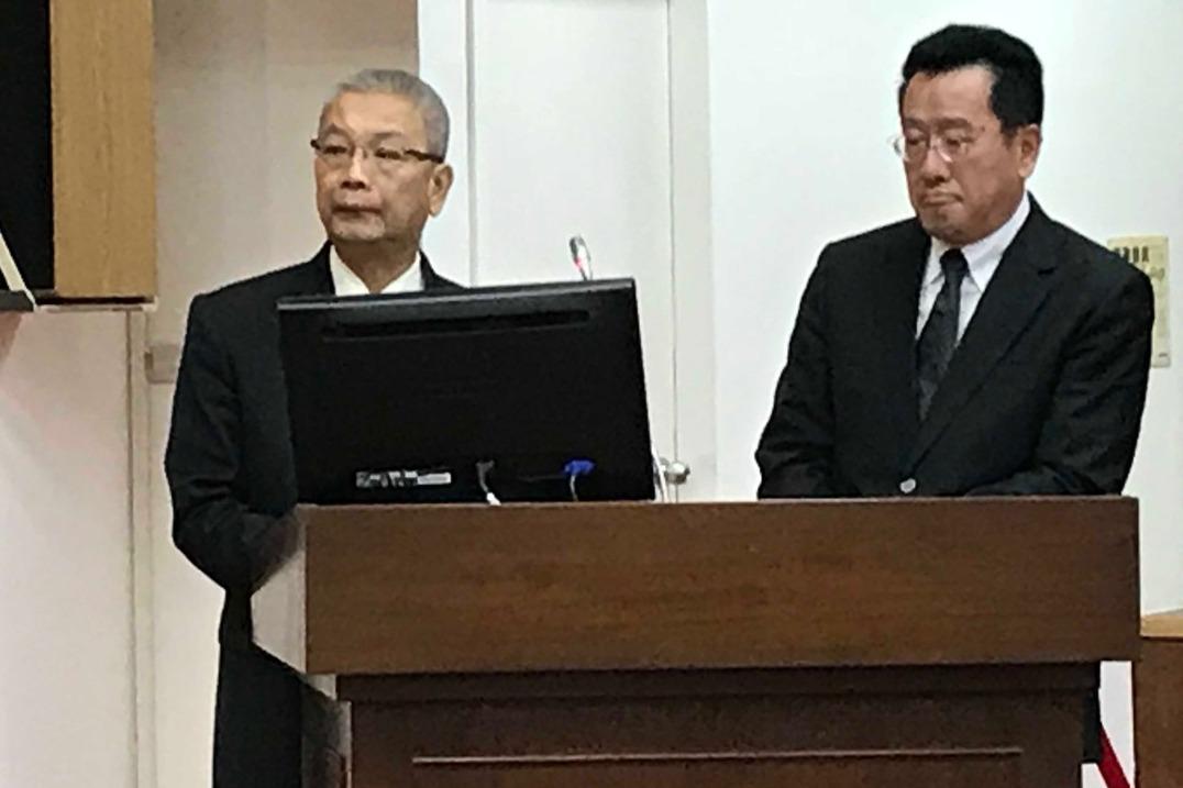 財政部長許虞哲(左)表示,三位公股董座換人,是他跟行政院副院長共同研商決定的。記...