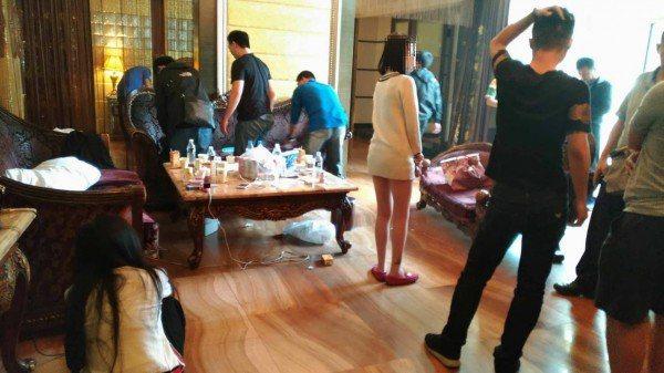 嘉義縣水上警分局在嘉義市某汽車旅館,查獲毒趴,逮捕5名男女。圖/警方提供