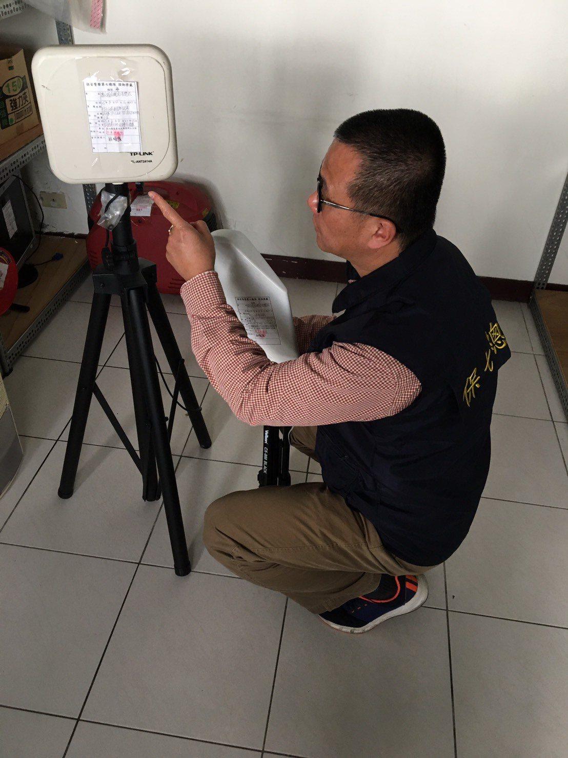 保七刑大查扣偵蒐雷達站訊號的相關儀器。記者林孟潔/翻攝