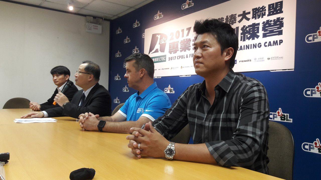 王建民今天公開亮相,明起將在中職專業投手訓練營擔任助教。記者藍宗標/攝影