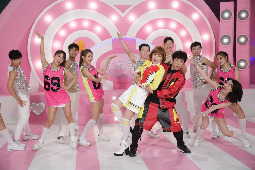 曹西平(右)和龍千玉(左)合作新歌在MV大秀舞技。圖/豪記唱片提供圖/豪記唱片提...