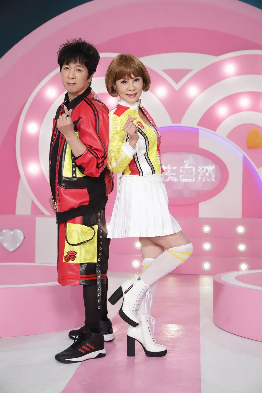 曹西平(左)和龍千玉(右)合作新歌「天生自然」。圖/豪記唱片提供