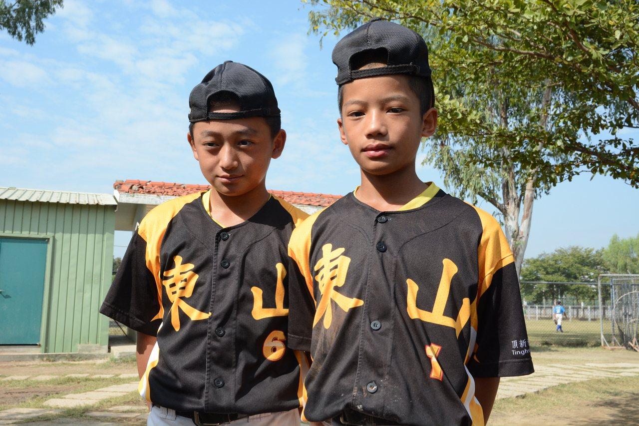 彰化東山國小翁毅安(右)、翁宥喆(左)是堂兄弟,兩人都是賽德克族好手。記者蘇志畬...