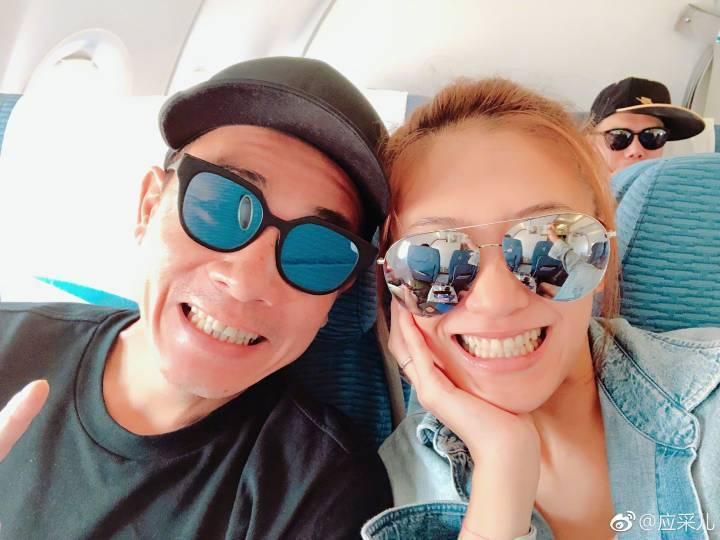 陳小春(左)與應采兒日前拋下兒子出國度假。圖/摘自微博