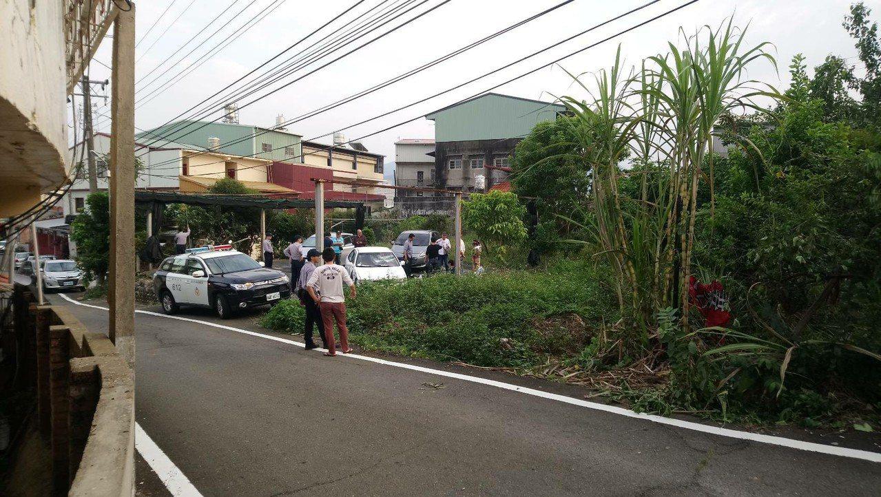 彰化縣刑警大隊今天到竹山鎮抓煙毒犯,警方連開13槍,終於把人逮獲。圖/讀者提供