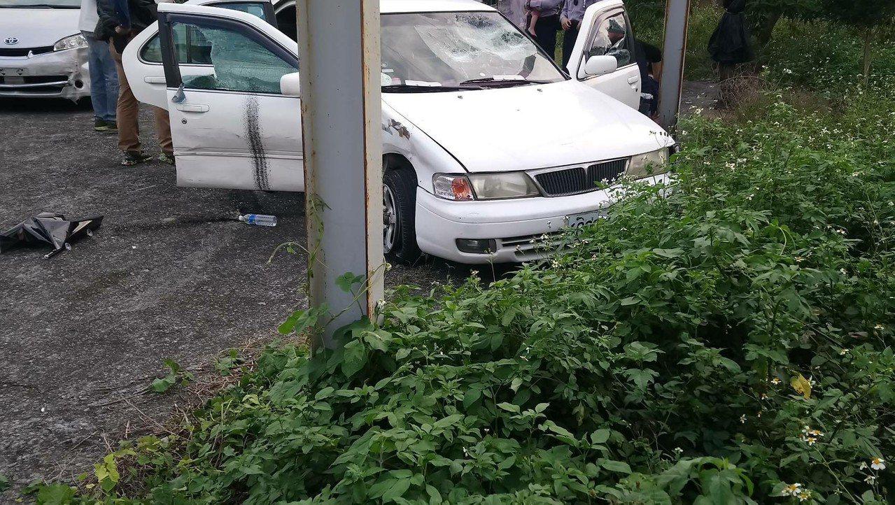 游姓毒販座車在逼到巷內,終於無路可逃。圖/讀者提供