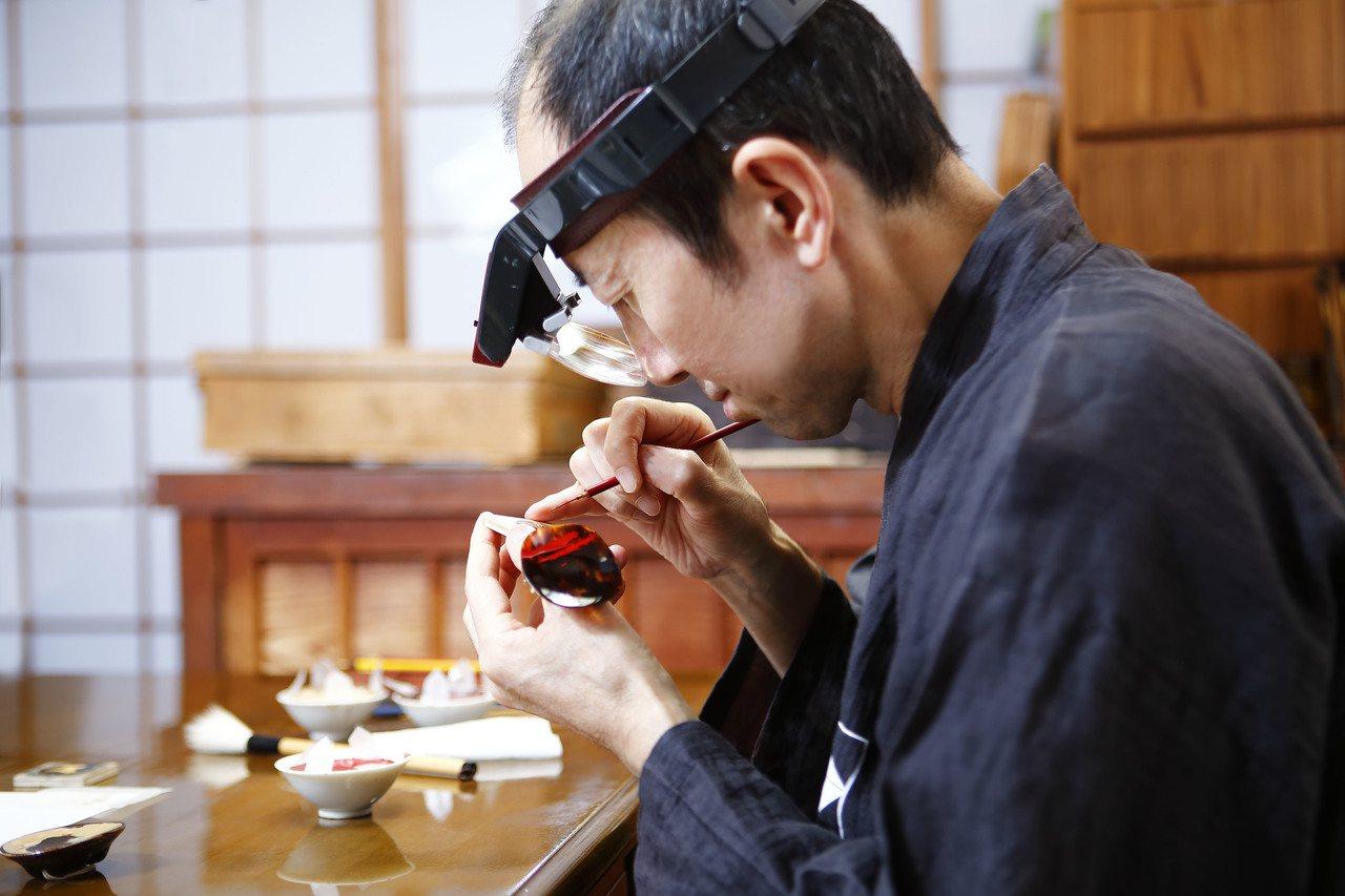 漆藝大師小泉三教為蕭邦繪製蒔繪生肖表。圖/蕭邦提供