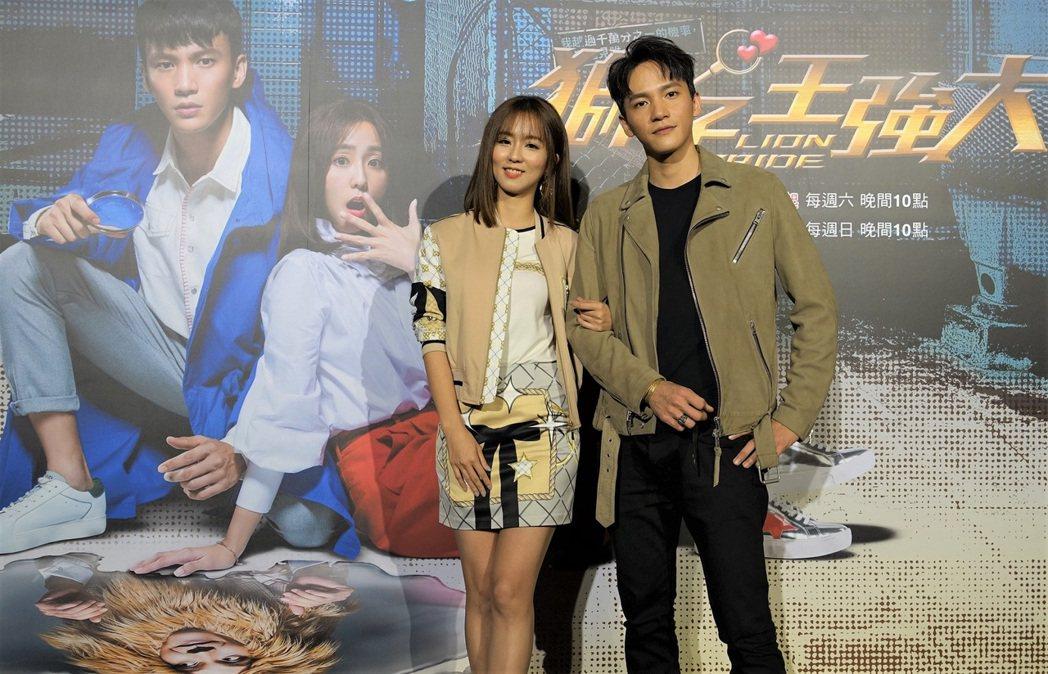 曹晏豪(右)、周曉涵主演「獅子王強大」,首度搭檔片場趣事多。圖/東森提供