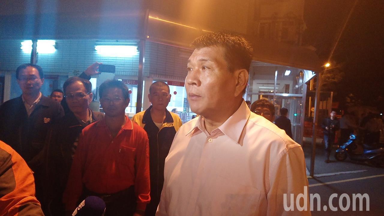 新港鄉長林茂盛也到台塑工業區門口關心。記者卜敏正/攝影