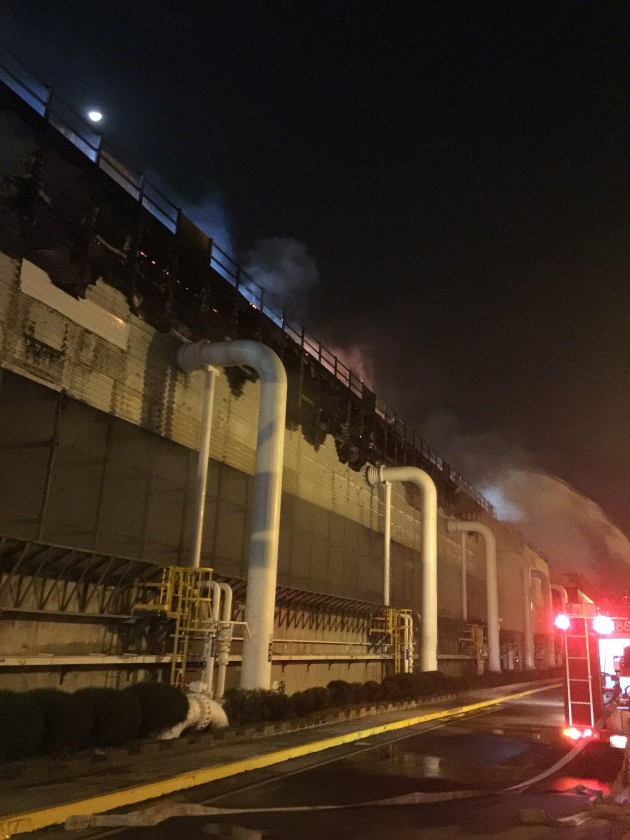 中洋工業區冷凝水塔失火, 火勢已經控制。 圖片/嘉義縣消防局提供