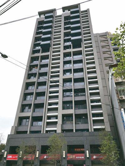板橋新雅段簡易都更案後,現為地上15層、地下4層新大樓。 圖/新北都更處提供